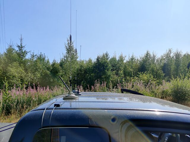 The payload was somewhere there in the forest. We tried to get a more accurate GPS location, but only the 70cm APRS tracker gave us any readings and it was still giving us very inaccurate reports with the location hopping around up to 50 meters. Chase car antennas in the foreground. (photo by OH3BHX)