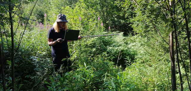 """""""WTF is this? Are we lost? :)"""" Mikael OH3BHX trying to locate the payload transmitter direction using a handheld yagi antenna and an SDR receiver connected to a laptop. (photo by OH3EYZ)"""