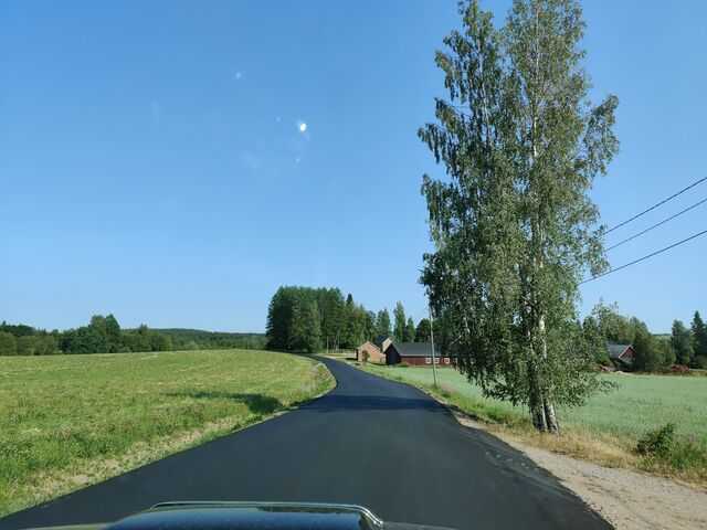 Driving back home in picturesque countryside landscape after over an hour of wandering around in the forest. (photo by OH3BHX)